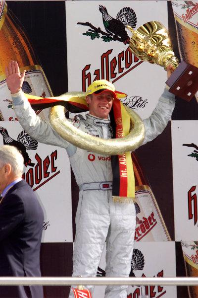 2001 German DTM ChampionshipEurospeedway, Lausitz. Germany. 12th August 2001.Race winner, Peter Dumbreck, AMG Mercedes-Benz CLK), podium.World Copyright: Iler/ASA/LAT Photographic.Digital Image Only