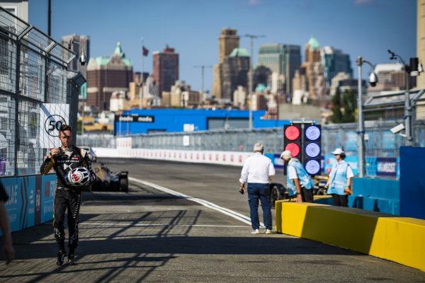 Andre Lotterer (DEU), DS TECHEETAH walks down the pit lane