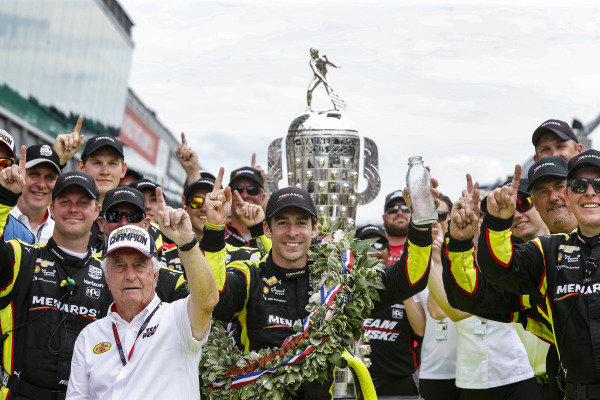 Simon Pagenaud, Team Penske Chevrolet celebrates in victory lane with his team