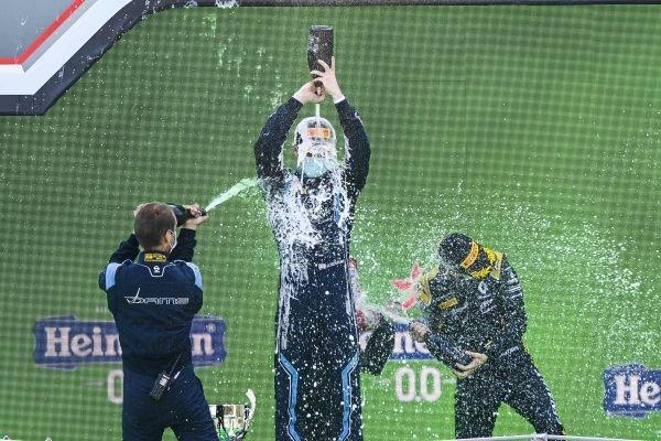 Winning Constructor Representative, Race Winner Dan Ticktum (GBR, DAMS) and Christian Lundgaard (DNK, ART GRAND PRIX) celebrate on the podium with the champagne