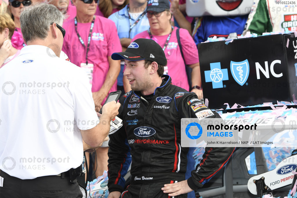 #98: Chase Briscoe, Biagi-DenBeste Racing, Ford Mustang Nutri Chomps/Ford, celebrates in victory lane.