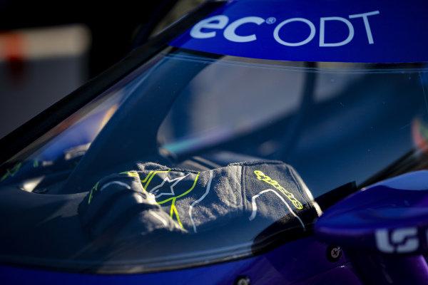 #51: Romain Grosjean, Dale Coyne Racing with RWR Honda, gloves
