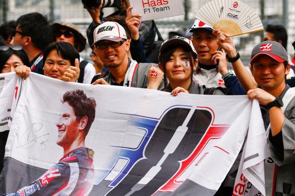 Suzuka Circuit, Japan. Thursday 05 October 2017. Fans of Romain Grosjean, Haas F1. World Copyright: Andy Hone/LAT Images  ref: Digital Image _ONZ0569