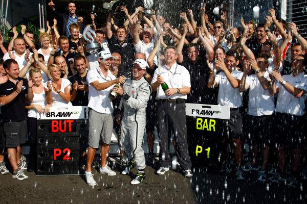 Autodromo Nazionale di Monza, Monza, Italy.13th September 2009.Rubens Barrichello, Brawn GP BGP001 Mercedes, 1st position, Jenson Button, Brawn GP BGP001 Mercedes, 2nd position, Ross Brawn, Team Principal, Brawn GP, and the Brawn GP team celebrate victory. Portrait. World Copyright: Charles Coates/LAT Photographicref: Digital Image _26Y0648