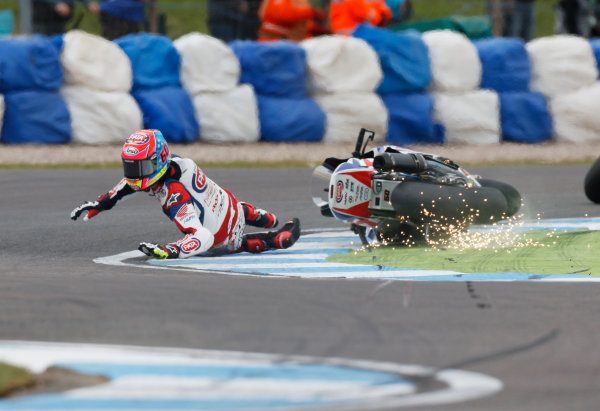 2015 World Superbike Championship.  Donington Park, UK.  23rd - 24th May 2015.  Michael van der Mark, Pata Honda, crashes at the Esses.  Ref: KW7_5903a. World copyright: Kevin Wood/LAT Photographic