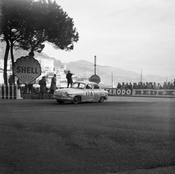 1961 Monte Carlo Rally.Monte Carlo, Monaco. January 1961.Maurice Martin/Roger Bateau (Panhard PL17) 1st position, action.World Copyright: LAT Photographicref: C60986.