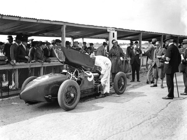 Brooklands, Great Britain.7 August 1926.Henry Segrave (Talbot 700) retiring with supercharger problems. World Copyright: LAT Photographic. Ref: Autocar Glass Plate A6540.