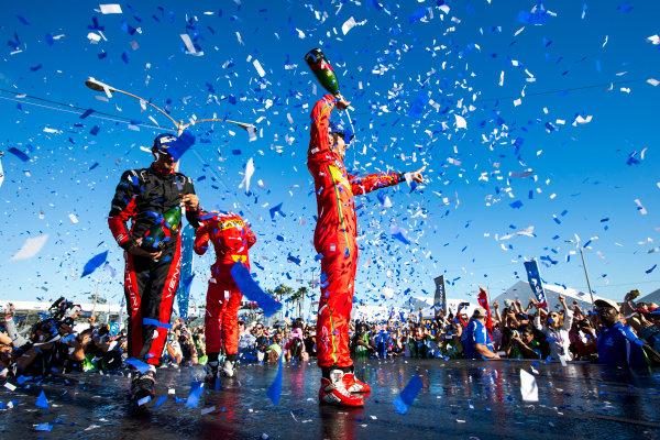 2015/2016 FIA Formula E Championship. Long Beach ePrix, Long Beach, California, United States of America. Sunday 3 April 2016. Stephane Sarrazin (FRA), Venturi VM200-FE-01, Daniel Abt (GER), ABT Audi Sport FE01, Lucas Di Grassi (BRA), ABT Audi Sport FE01. Photo: Zak Mauger/LAT/Formula E ref: Digital Image _L0U1818