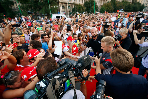 Autodromo Nazionale di Monza, Italy. Thursday 31 August 2017. Kevin Magnussen, Haas F1, signs autographs for fans at the parade in Milan. World Copyright: Andy Hone/LAT Images  ref: Digital Image _ONY4859