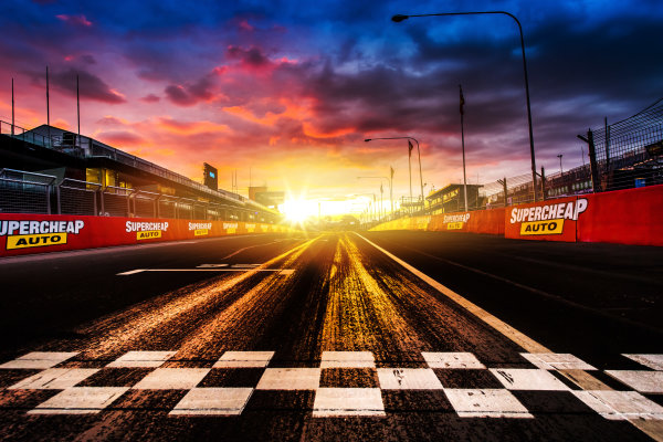 2017 Supercars Championship Round 11.  Bathurst 1000, Mount Panorama, New South Wales, Australia. Tuesday 3rd October to Sunday 8th October 2017. Finish line. World Copyright: Daniel Kalisz/LAT Images Ref: Digital Image 031017_VASCR11_DKIMG_0114.jpg