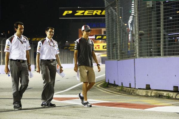 Marina Bay Circuit, Singapore. Thursday 18 September 2014. Esteban Gutierrez, Sauber. World Copyright: Andy Hone/LAT Photographic. ref: Digital Image _ONZ1815