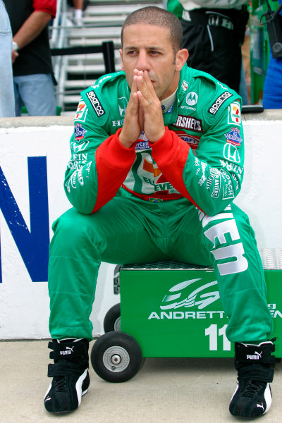 30 May, 2004, Indianapolis Motor Speedway, Indiana, USATony Kanaan relaxes before the race-2004, Lesley Ann Miller, USALAT Photographic
