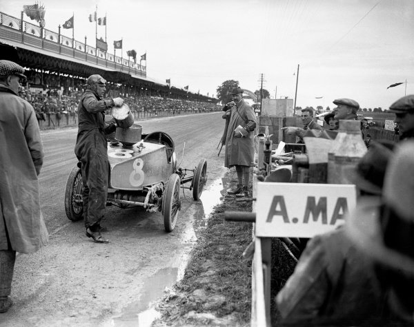 1922 French Grand Prix. Strasbourg, France. 16 July 1922. Clive Gallop (Aston Martin GP), retired. Pitstop. World Copyright: LAT Photographic Ref: Autocar Glass Plate A654