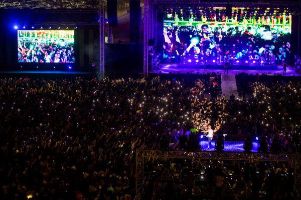 Bahrain International Circuit, Sakhir, Bahrain.  Saturday 15 April 2017. Enrique Iglesias performs at the F1 Concert. World Copyright: Sam Bloxham/LAT Images ref: Digital Image _W6I1611
