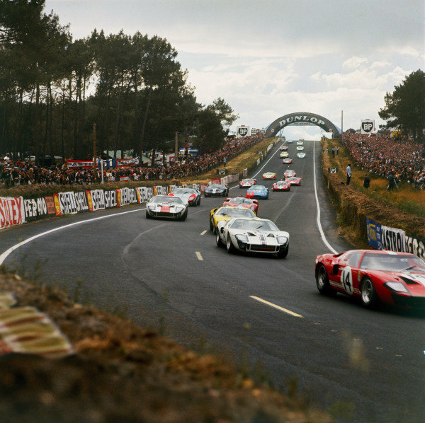 Le Mans, France. 18th - 19th June 1966. GT40's at the start, action. World Copyright: LAT Photographic. Ref: 2173