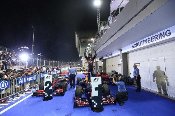 Marina Bay Circuit, Singapore23rd September 2012Sebastian Vettel, Red Bull Racing, 1st position, celebrates in Parc Ferme.World Copyright: Andy Hone/LAT Photographicref: Digital Image HONZ0912