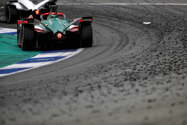 Edoardo Mortara (CHE), Venturi Racing, Silver Arrow 02, leads Lucas Di Grassi (BRA), Audi Sport ABT Schaeffler, Audi e-tron FE07