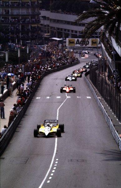 1982 Monaco Grand Prix.Monte Carlo, Monaco.20-23 May 1982.Rene Arnoux (Renault RE30B) leads at the start.World Copyright - LAT Photographic