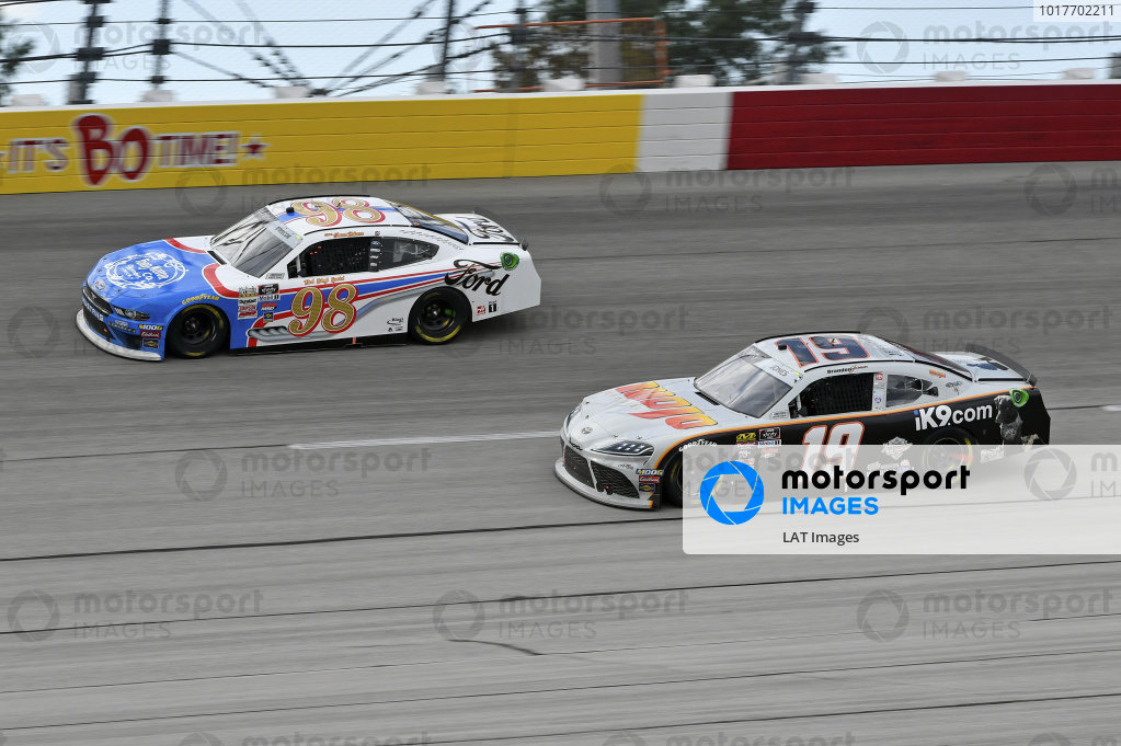 #19: Brandon Jones, Joe Gibbs Racing, Toyota Supra Mojo Outdoor/iK9, #98: Chase Briscoe, Stewart-Haas Racing, Ford Mustang Ford Performance