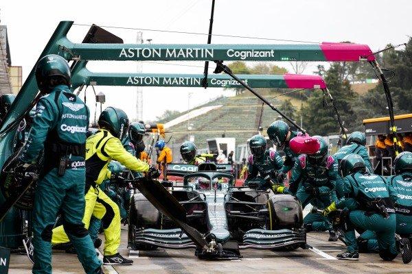 Sebastian Vettel, Aston Martin AMR21, makes a pit stop
