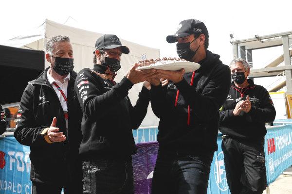 Jean-Eric Vergne (FRA), DS Techeetah being presented with his birthday cake by Antonio Felix da Costa (PRT), DS Techeetah