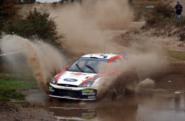 World Rally Championship, Rally of Argentina, May 16-19, 2002.Carlos Sainz splashes through wqater on stage 7.Photo: Ralph Hardwick/LAT