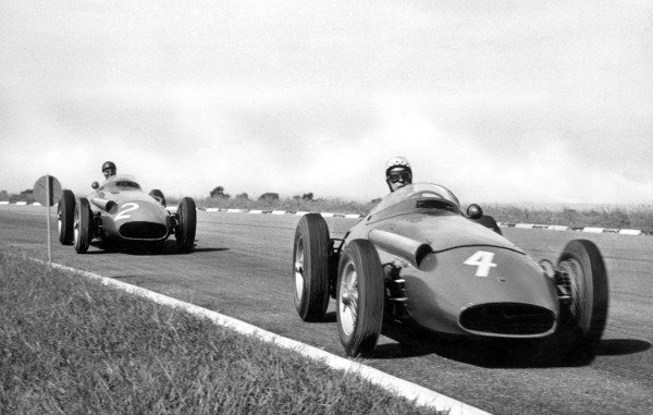 1958 Argentine Grand PrixBuenos Aires, Argentina. 19th January 1958Jean Behra (Maserati 250F), leads Juan Manuel Fangio (Maserati 250F), action.World Copyright: LAT Photographicref: Autocar S69-2380