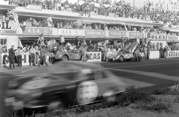 Spartaco Dini / Ignazio Giunti, ASA, ASA RB 613, and Jean-Claude Sauer / Baron Jean de Mortemart, Scuderia San Marco, Serenissima - ATS Spider, make pitstops.