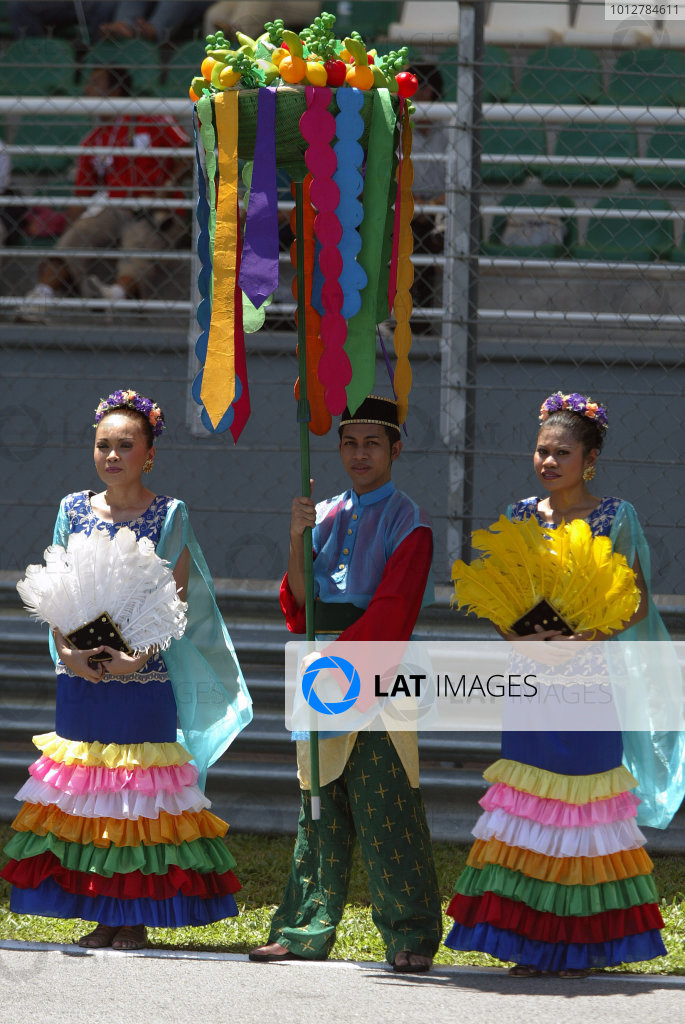 2003 Malaysian Grand Prix. Sepang, Kuala Lumpur, Malaysia.21-23 March 2003.Malaysians in national costume.World Copyright - Steve Etherington/LAT Photographic ref: Digital Image Only