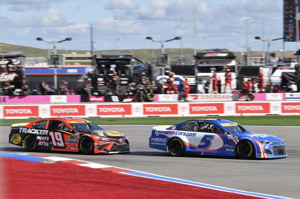 #5: Kyle Larson, Hendrick Motorsports, Chevrolet Camaro HendrickCars.com, #19: Martin Truex Jr., Joe Gibbs Racing, Toyota Camry Bass Pro Shops