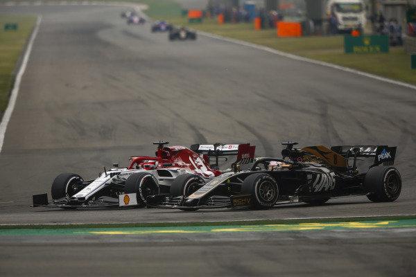 Kimi Raikkonen, Alfa Romeo Racing C38, battles with Romain Grosjean, Haas VF-19