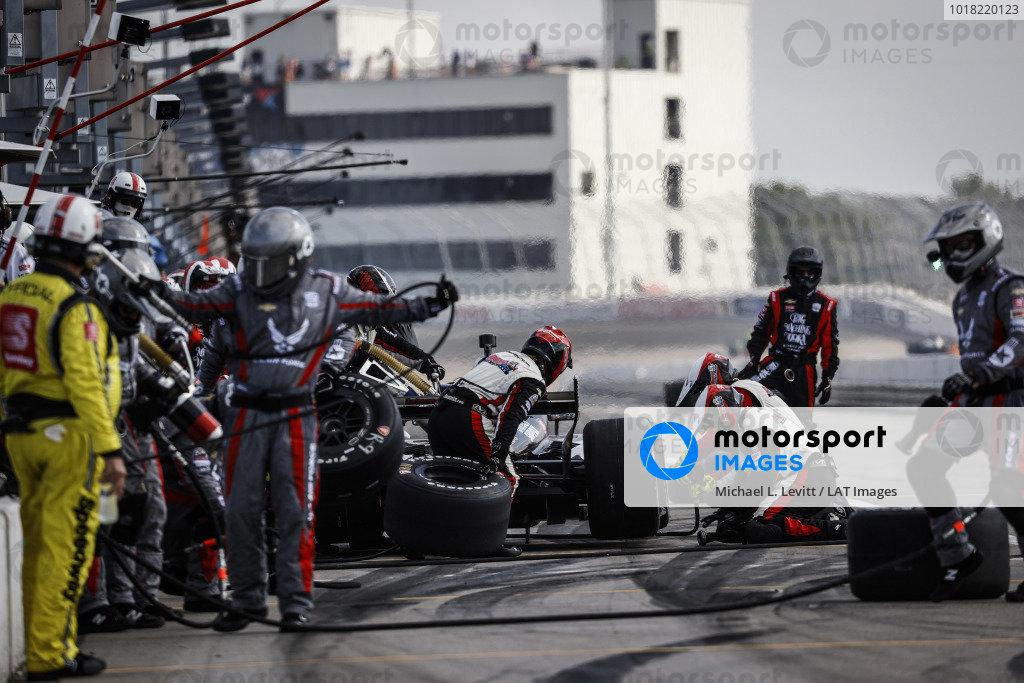 #21: Rinus VeeKay, Ed Carpenter Racing Chevrolet pit stop