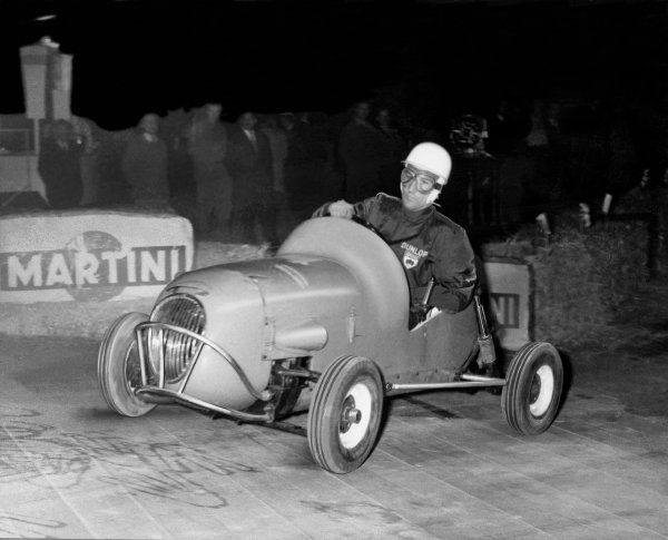 Palais des Sports, Paris, France. 8th April 1959.Stirling Moss (Micromill), 1st position, action. World Copyright: LAT Photographic.Ref:  Autocar Used Pic 17th April 1959 Pg 604.