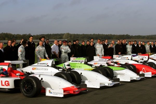 Drivers and GP Masters Engineers and personnel. Grand Prix Masters Testing, Day One, Silverstone, England, 26 October 2005. DIGITAL IMAGE