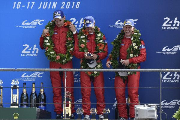 #85 Keating Motorsports Ferrari 488 GTE: Ben Keating, Jeroen Bleekemolen, Luca Stolz, podium