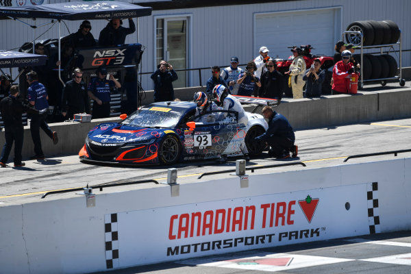 Pirelli World Challenge Victoria Day SpeedFest Weekend Canadian Tire Motorsport Park, Mosport, ON CAN Saturday 20 May 2017 Peter Kox/ Mark Wilkins pit stop World Copyright: Richard Dole/LAT Images ref: Digital Image RD_CTMP_PWC17095