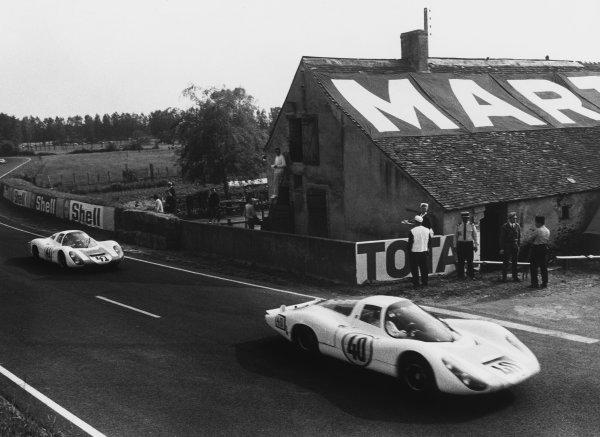 Le Mans, France. 10th - 11th June 1967.Gerhard Mitter/Jochen Rindt (Porsche 907LH), retired, leads Jean-Claude Andruet/Robert Bouharde (Alpine A210 Renault), retired, action. World Copyright: LAT Photographic.Ref:  550 - 40-47.