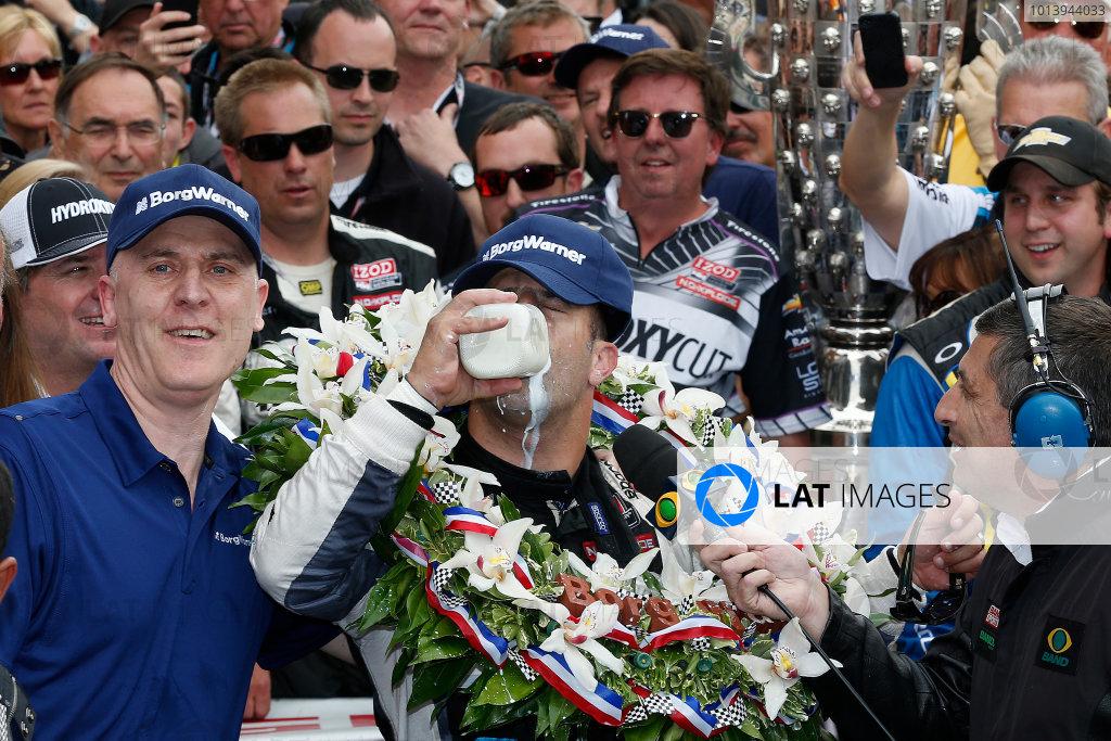 26 May, 2013, Indianapolis, Indiana, USA Winner Tony Kanaan drinks milk in Victory lane © 2013, Michael L. Levitt LAT Photo USA.