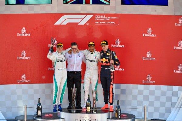 (L to R): Valtteri Bottas (FIN) Mercedes-AMG F1, Bonnington (GBR) Mercedes AMG F1 Race Engineer, Lewis Hamilton (GBR) Mercedes-AMG F1 and Max Verstappen (NED) Red Bull Racing on the podium