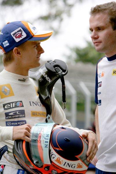 2007 Brazilian Grand Prix - ThursdayInterlagos, Sao Paulo, Brazil18th October 2007.Heikki Kovalainen, Renault R27 with Race Engineer Adam xxx. Portrait.World Copyright: Charles Coates/LAT Photographicref: Digital Image ZK5Y1592
