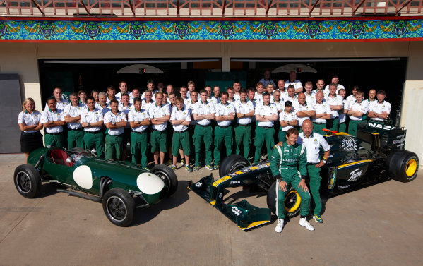 Valencia Street Circuit, Valencia, Spain 24th June 2010. The Lotus team commemorate the 500th race for the marque. Portrait.  World Copyright: Steve Etherington/LAT Photographic ref: Digital Image SNE25557