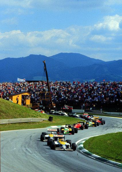 1987 Austrian Grand Prix.Osterreichring, Zeltweg, Austria.14-16 August 1987.Nelson Piquet leads Nigel Mansell (both Williams FW11B Honda's) at the start.World Copyright - LAT Photographic