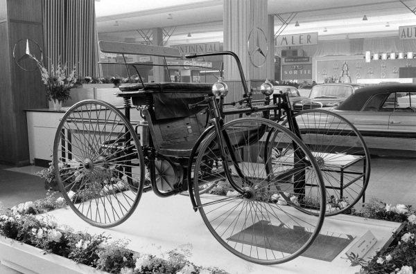 Daimler Stahlradwagen. Steel-wheeled car first shown at the 1899 Paris Show.