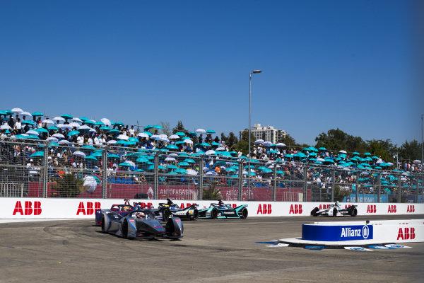 Edoardo Mortara (CHE) Venturi Formula E, Venturi VFE05 leads Robin Frijns (NLD), Envision Virgin Racing, Audi e-tron FE05, Oliver Rowland (GBR), Nissan e.Dams, Nissan IMO1 and Mitch Evans (NZL), Panasonic Jaguar Racing, Jaguar I-Type 3