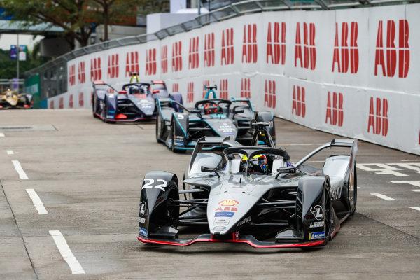 Oliver Rowland (GBR), Nissan e.Dams, Nissan IMO1 leads Stoffel Vandoorne (BEL), HWA Racelab, VFE-05 and Sam Bird (GBR), Envision Virgin Racing, Audi e-tron FE05