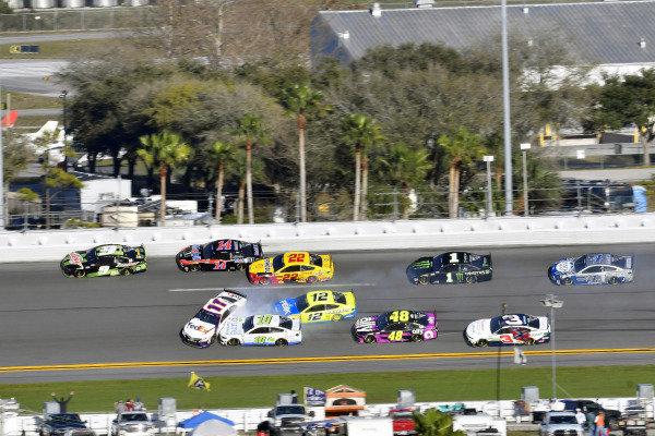 #11: Denny Hamlin, Joe Gibbs Racing, Toyota Camry FedEx Express and #9: Chase Elliott, Hendrick Motorsports, Chevrolet Camaro Mountain Dew Zero Sugar wreck