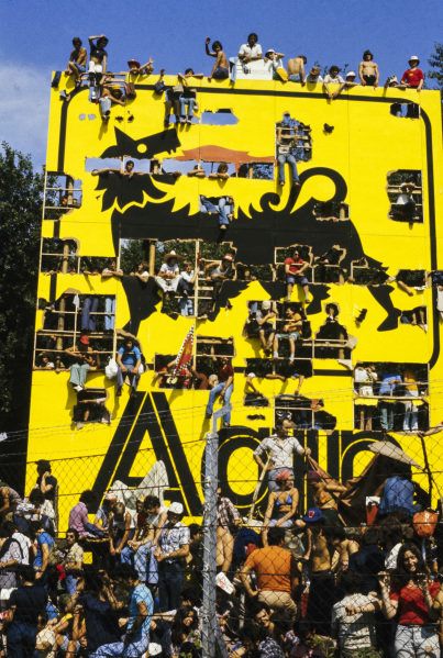 Fans watching from a giant Agip advertising board.