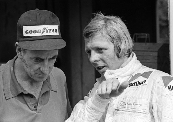 (L to R): Ron Tauranac (AUS) ISO Williams Design Advisor talks with Gijs van Lennep (NED) ISO Williams who retired from the race on lap 15 with overheating. Italian Grand Prix, Rd 13, Monza, Italy, 9 September 1973.