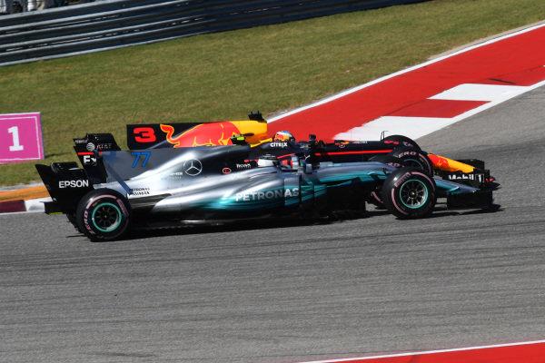 Daniel Ricciardo (AUS) Red Bull Racing RB13 and Valtteri Bottas (FIN) Mercedes-Benz F1 W08 Hybrid battle at Formula One World Championship, Rd17, United States Grand Prix, Race, Circuit of the Americas, Austin, Texas, USA, Sunday 22 October 2017.