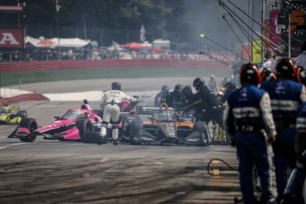 #5: Pato O'Ward, Arrow McLaren SP Chevrolet, pit stop, #60: Jack Harvey, Meyer Shank Racing Honda